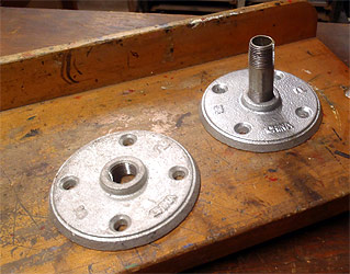 Flanges used as swivel mount